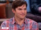Ashton Kutcher diz que Demi Moore o ajudou a se preparar para ser pai