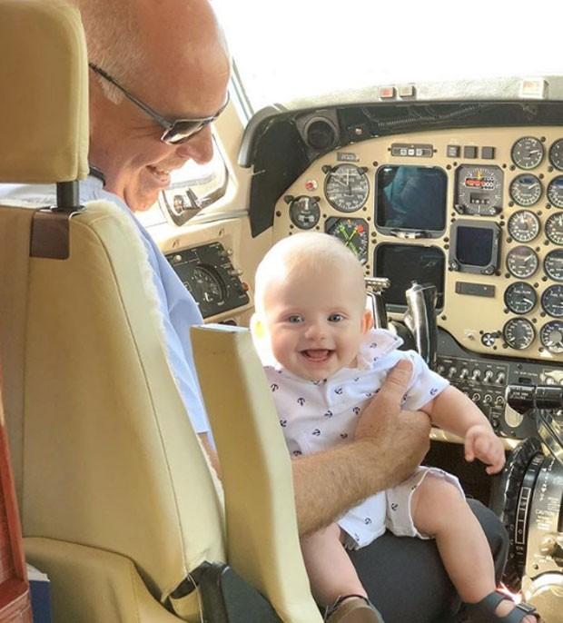 Enrico Bacchi com o piloto (Foto: Reprodução/Instagram)