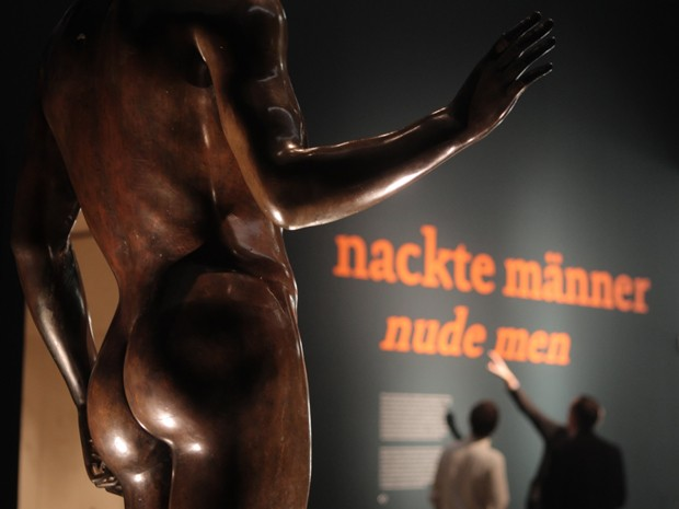 Entrada da exposição 'Nude men' na Áustria (Foto: Reuters/Heinz-Peter Bader)
