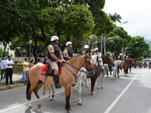 Cavalaria foi apresentada pela polícia na manhã desta terça-feira (16), na Avenida Minas Gerais, em Valadares. (Foto: Divulgação/PM)