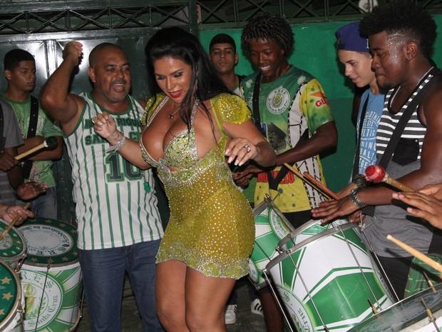 Solange Gomes em noite de samba no Rio (Foto: William Oda/ Ag. News)