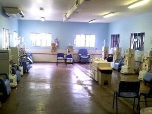 Interior de clínica de hemodiálise que deixou de atender pacientes em Campinas (Foto: Marcelo Carvalho / G1)