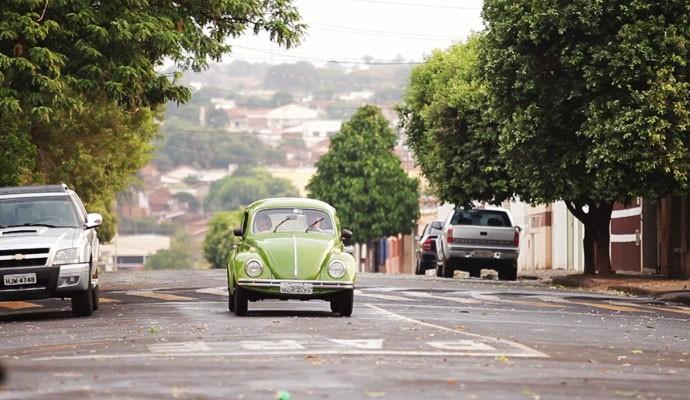 Marcelo Honorato e dona Conceição andaram pelas ruas de Ituiutaba (Foto: Divulgação | Tô Indo)