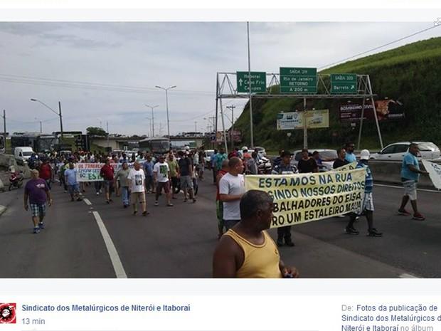 Manifestantes saíram do Barreto em direção ao TRT do Rio (Foto: Reprodução/Facebook)