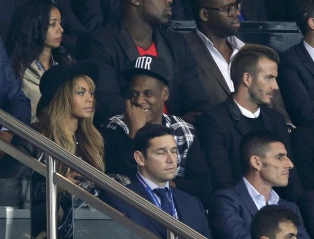Beyoncé, Jay Z e David Beckham assistem a jogo de futebol entre Paris St Germain e Barcelona, em Paris (Foto: REUTERS/Philippe Wojaze)