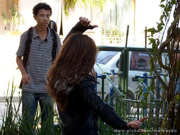 Paulino fica chocado ao ver sua personagem preferida no bosque (Foto: Malhação / TV Globo)