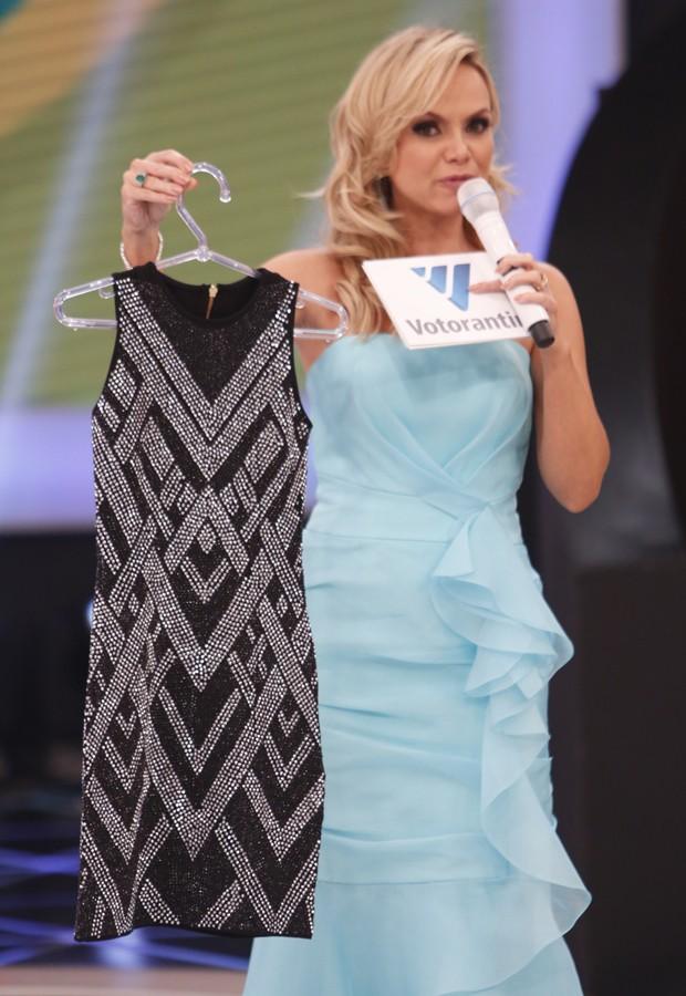 Eliana com vestido de Wanessa que foi leiloado (Foto: SBT/Divulgação)