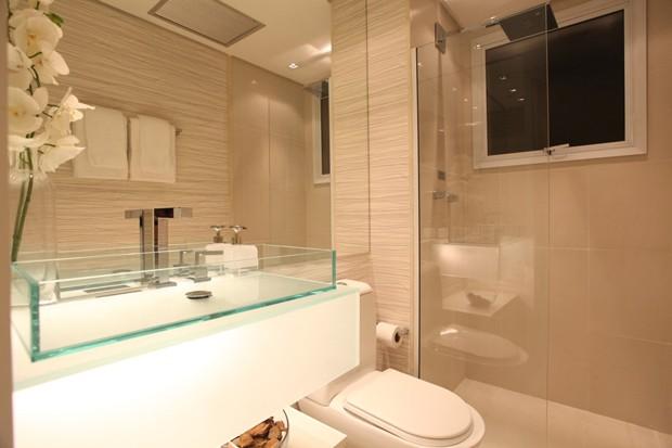 Decoração simples que se aplica para qualquer banheiro (Foto: Camila Klein)
