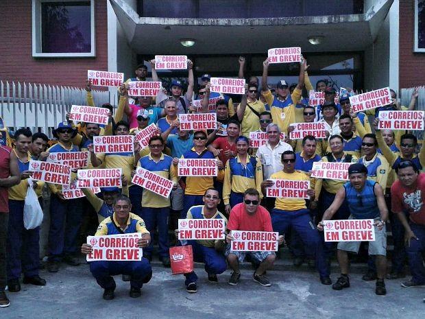 Trabalhadores dos Correios paralisaram atividades nesta quarta (16) (Foto: Divulgação/Edvaldo Ruso)