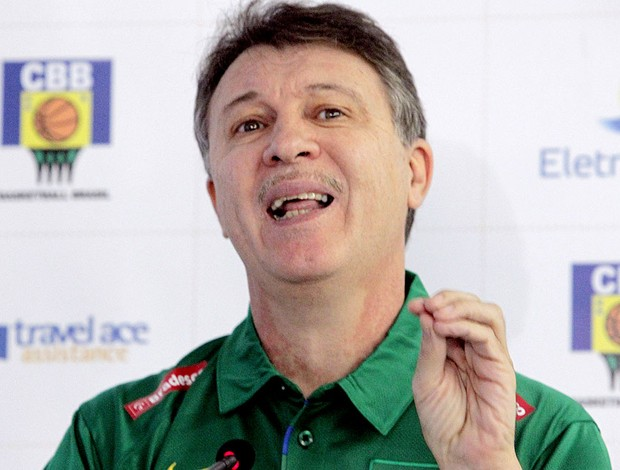 Rubén Magnano durante a coletiva de basquete da Seleção (Foto: Eliária Andrade / Ag. O Globo)