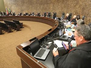Desembargadores durante a votação no Pleno do TJ-AL (Foto: Caio Loureiro/ TJ-AL)