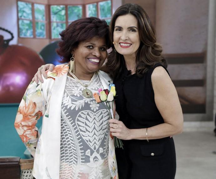 Convidada com a apresentadora depois do 'Encontro' (Foto: Artur Meninea/Gshow)