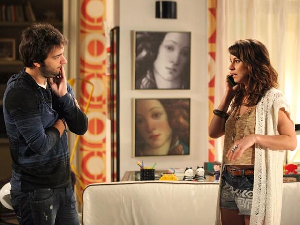 Telefonema de Tuca interrompe clima do ex-casal (Foto: Carol Caminha/ TV Globo)