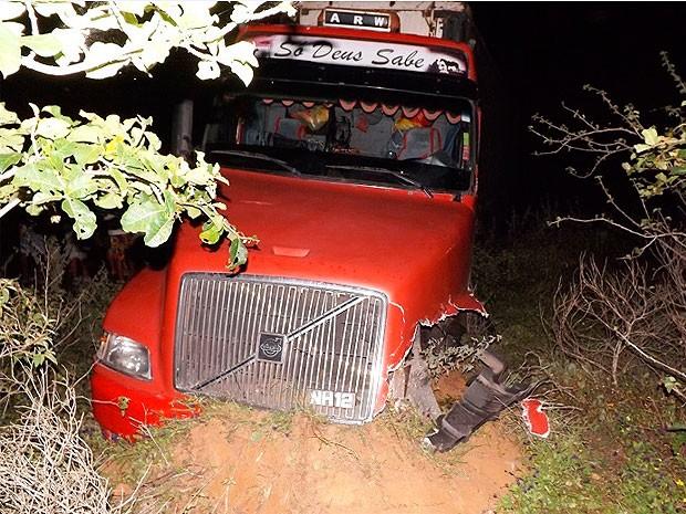 Acidente deixa um morto na BR-116 (Foto: Gil Santos Notícias)