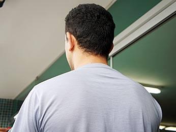 Homem que teve dados pessoais utilizados pela quadrilha diz que não sabe como os suspeitos conseguiram os dados (Foto: Ricardo Moreira / G1)
