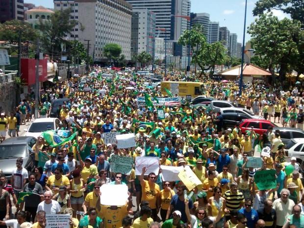 Protesto chega à Beira-Mar de Fortaleza (Foto: Gabriela Alves/G1 CE)