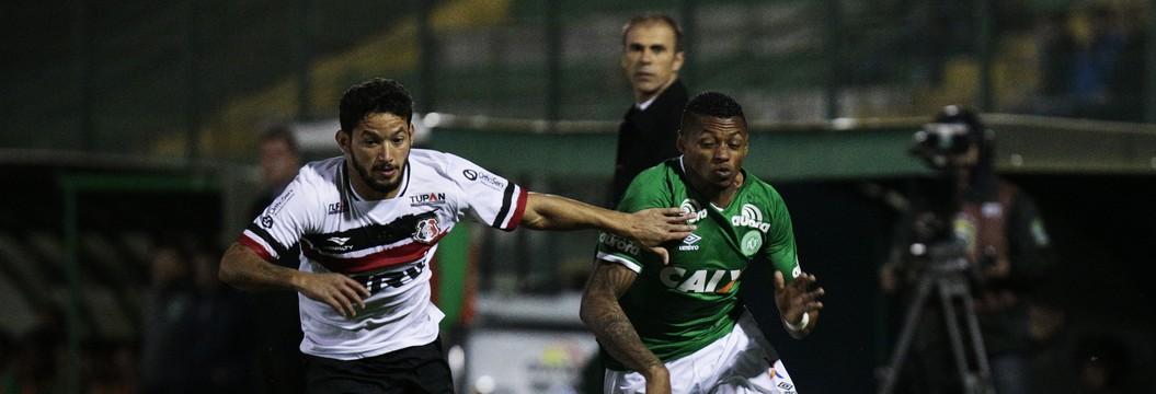 Chapecoense empata com o Santa Cruz: 1 a 1 (MáRCIO CUNHA/MAFALDA PRESS/ESTADÃO CONTEÚDO)