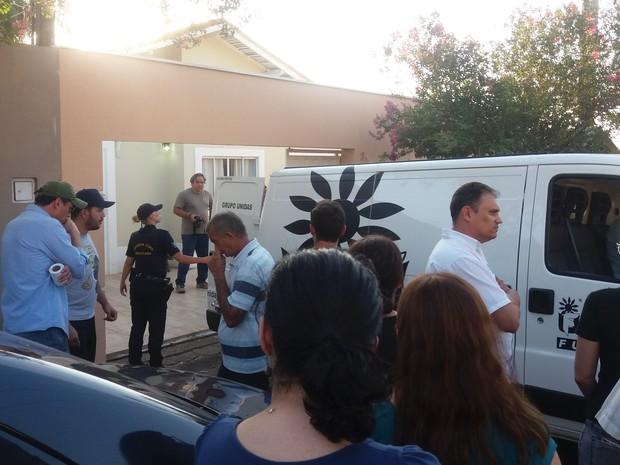 Corpos foram levados para IML de Piracicaba (Foto: Hildeberto Jr./G1)