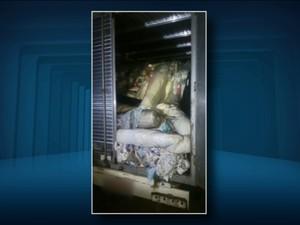 Carga de tecidos foi roubada na última semana (Foto: Reprodução EPTV)