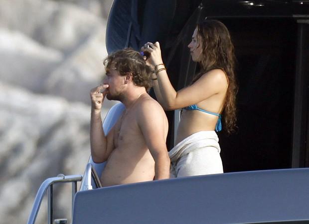 Leonardo Dicaprio com a namorada (Foto: AKM GSI /AKM GSI Brasil)