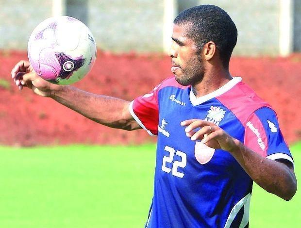 Patric, atacante do Vila Nova (Foto: Renato Conde/O Popular)