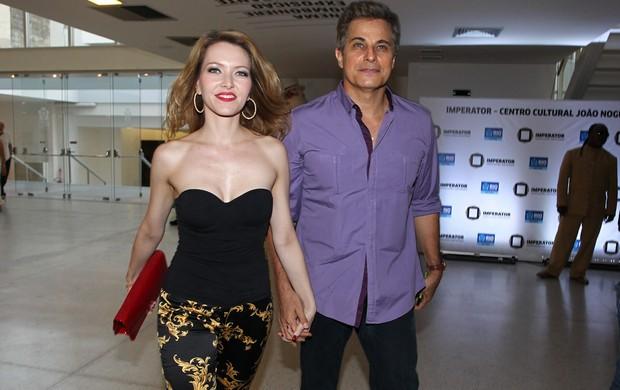 Edson Celulari com a namorada (Foto: Manuela Scarpa/Foto Rio News)
