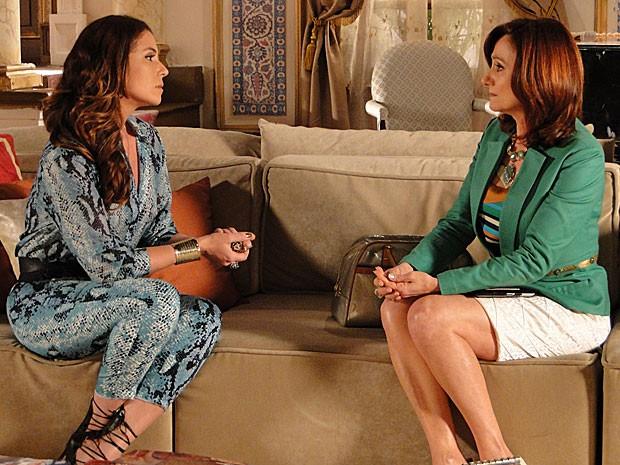 Berna mente e conta tudo que Wanda a mandou dizer (Foto: Salve Jorge/TV Globo)