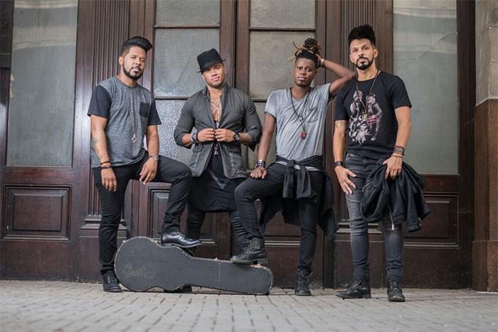 Xanddy (segundo, da esquerda para a direita)  o novo vocalista do Nosso Sentimento (Foto: Divulgao)