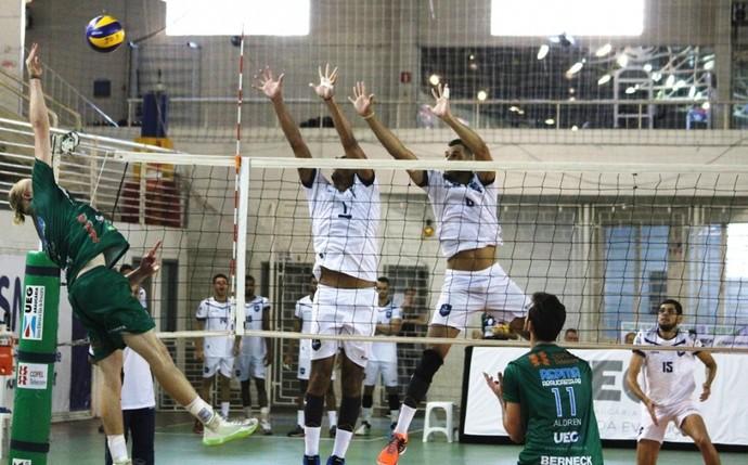 Araucária e Rádio Clube/AVP pela Superliga B masculina (Foto: Divulgação/FPV)