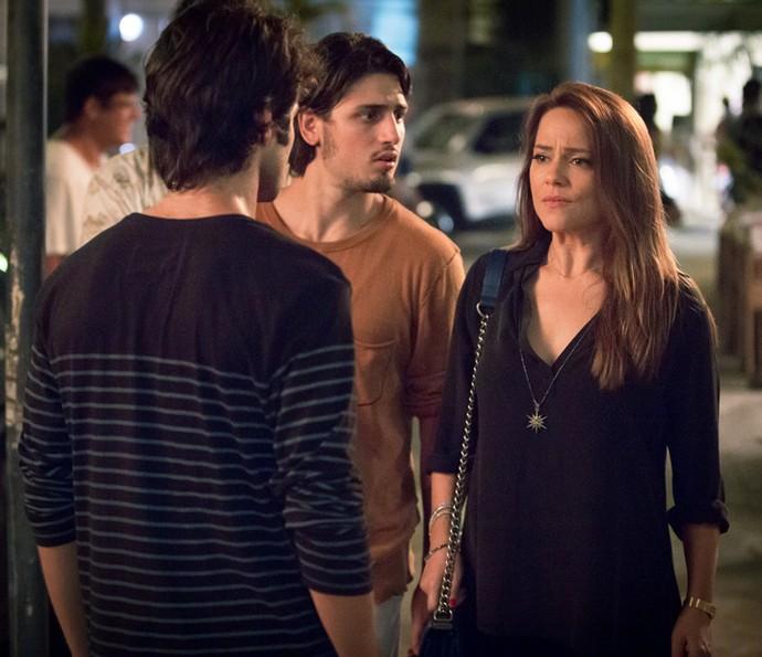 Lili fica frustrada ao perceber que plano não deu certo (Foto: Fabiano Battaglin/Gshow)