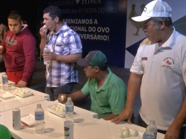 José Roberto fez alongamento para conseguir vencer (Foto: Reprodução / TV TEM)