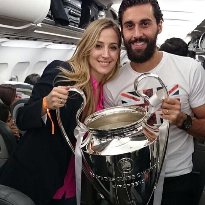 Arbeloa e a esposa Carlota (Foto: Reprodução )