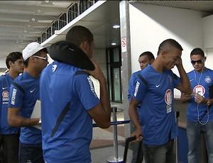 Embarque do Bahia no aeroporto (Foto: Reprodução/TV Bahia)