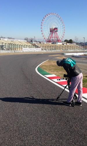 A equipe foi até Suzuka, no Japão, filmar trechos do documentário (Foto: Alfredo Bokel)