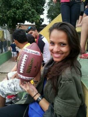 Estudante Débora Guimarães aceitou pedido de namoro durante um jogo do Torneio Touchdown (Foto: Divulgação/Vila Velha Tritões)