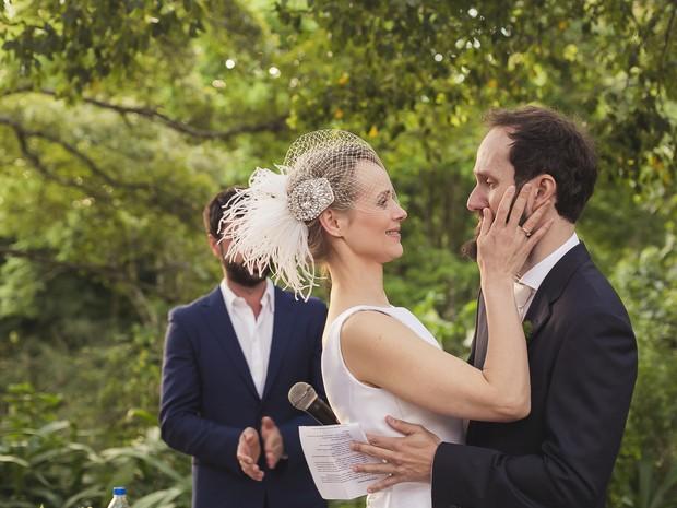 Professora e poeta se casaram quase dois anos após ele pedir a mão dela em dedicatória de livro (Foto: Andressa Barros/Divulgação)