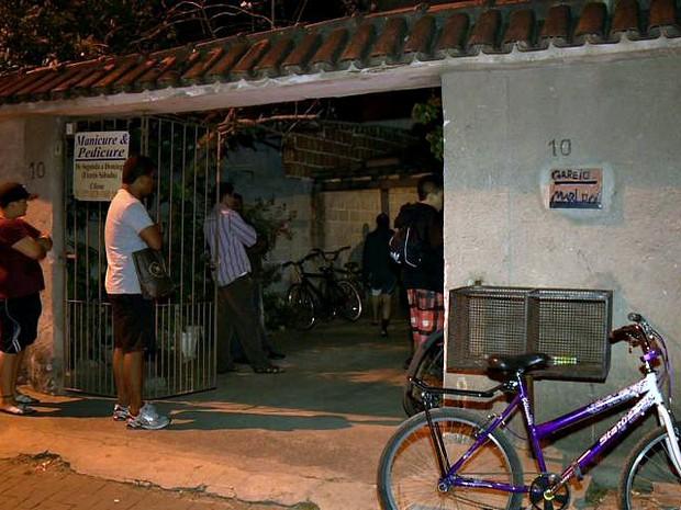 Mulher foi morta dentro da própria casa, em Vila Velha. (Foto: Reprodução/TV Gazeta)