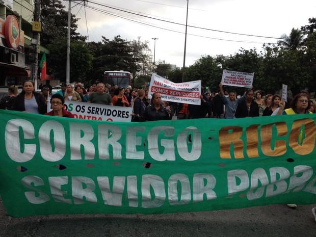 Professores fazem manifestação em frente à Prefeitura (Foto: Keetherine Giovanessa / Sepe Lagos)