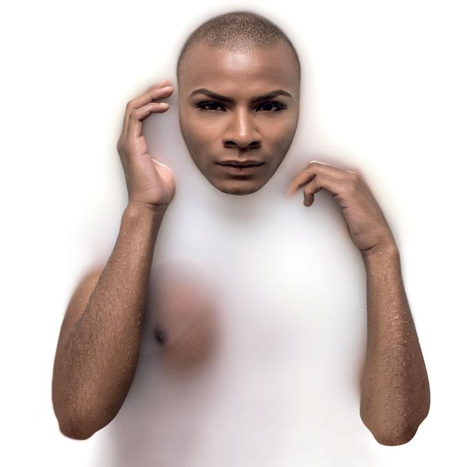 Rodrigo Zanini, 22 anos, não é modelo. Trabalha com moda, é homossexual e se veste de forma andrógina: seu visual é feminino, mas ele procura mesclar com roupas masculinas (Foto: Julia Rodrigues)