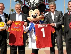 Roma visita Disney Mickey (Foto: Divulgação / AsRoma)