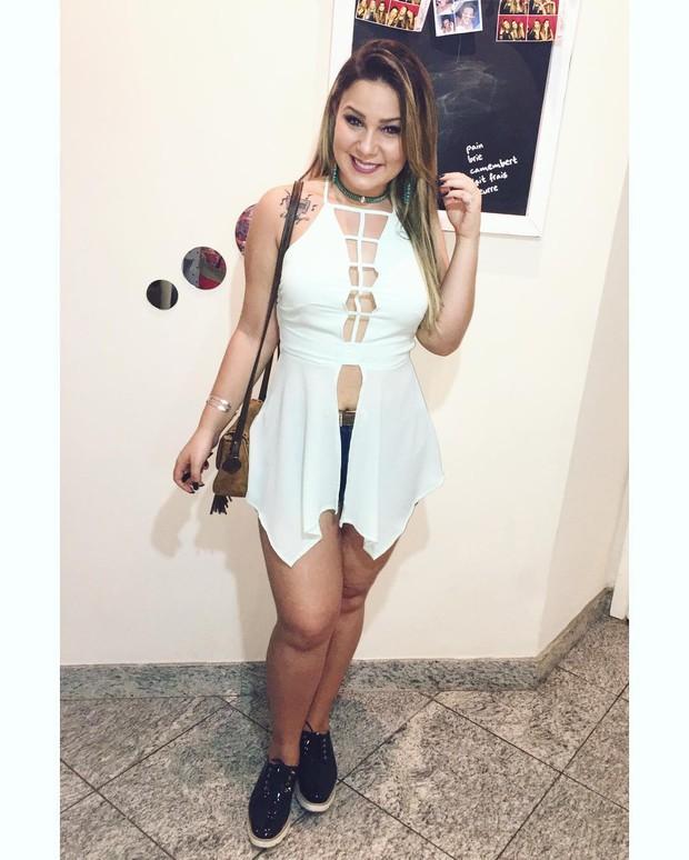 Ex-BBB Maria Claudia capricha no visual pára ir a festa de música eletrônica no Rio (Foto: Reprodução do Instagram)