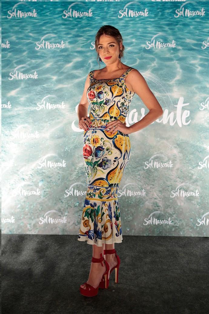 Luma Costa aparece com look colorido em coletiva de 'Sol Nascente' (Foto: Gshow/Felipe Monteiro)