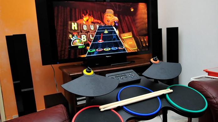 A bateria de Guitar Hero World Tour trouxe um novo nível de diversão para o jogo (Foto: Reprodução/Wikipedia)