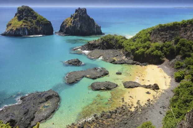 Vista de Fernando de Noronha: arquipélago desponta como destino para lua de mel (Foto: Think Stock)