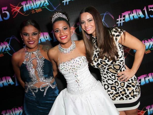 Viviane Siqueira, Thaíssa Siqueira e Viviane Araújo em festa na Zona Norte do Rio (Foto: Anderson Borde e Roberto Cristino/ Ag. News)