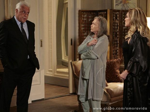 César é confrontado por Bernarda e Pilar (Foto: Amor à Vida / TV Globo)