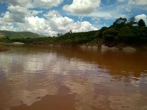 Rio Doce em Baixo Guadu, nesta terça-feira (23) (Foto: Viviane Machado/ G1)