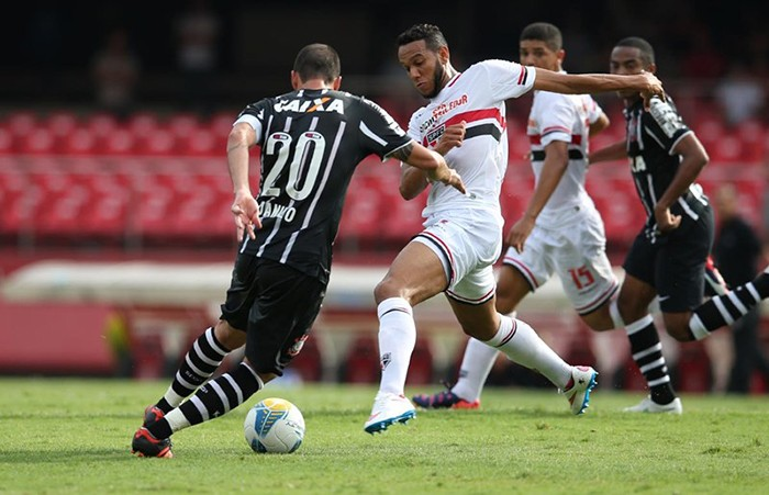 Danilo e Souza disputam a bola em São Paulo x Corinthians pelo Campeonato Paulista de 2015