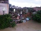Chuva derruba casa em Viana e faz tombar poste e árvore em Vitória