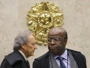 Os ministros Joaquim Barbosa e Ricardo Lewandowski antes de sessão para julgar recursos do mensalão, nesta quarta (Foto: Fellipe Sampaio /SCO/STF)